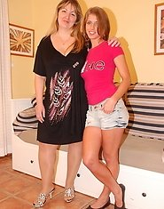 Hot babe doing a naughty older lesbian